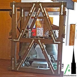 Zweistimmiges Bronzegeläut mit Holzglockenstuhl zum Verkauf