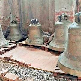 Fünfstimmiges Bronzegeläut zum Verkauf